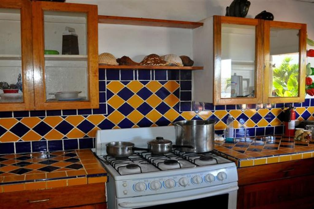Isn't this a good looking kitchen?