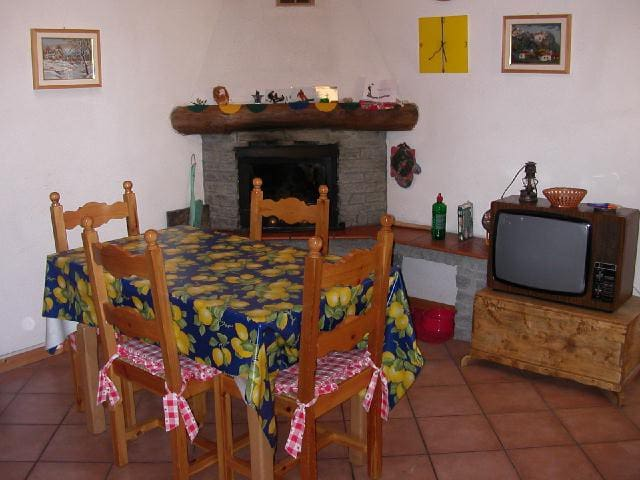 Casetta di montagna con camino - Apartments for Rent in La ...