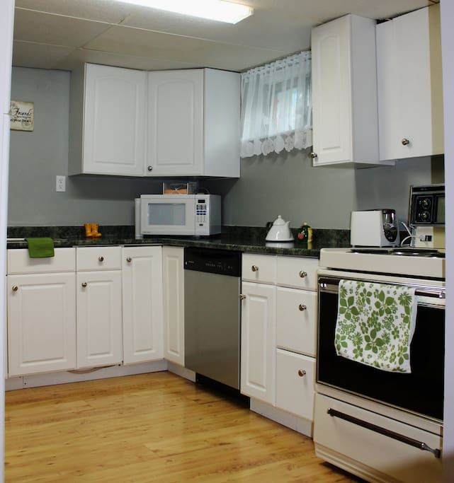Large U shaped bright Kitchen -  2 windows