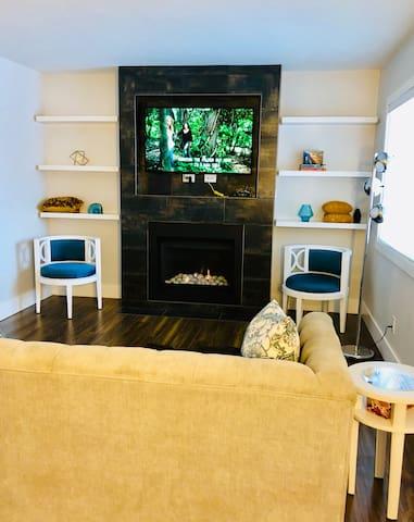 RUH UofS 2 bedroom Modern Exec Suite with Garage