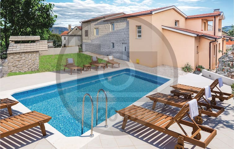 Semi-Detached with 4 bedrooms on 159 m²