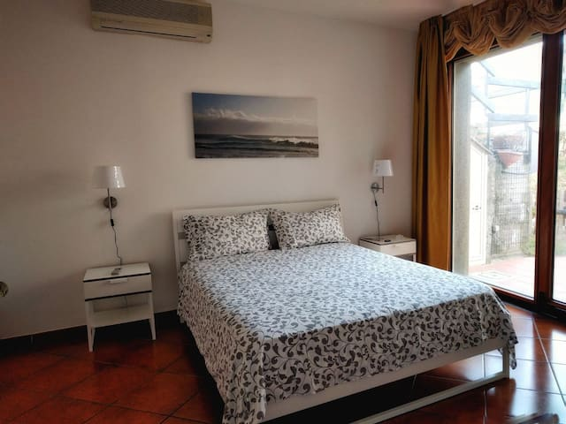 RELAX large apartment with private garden - Salerno - Daire