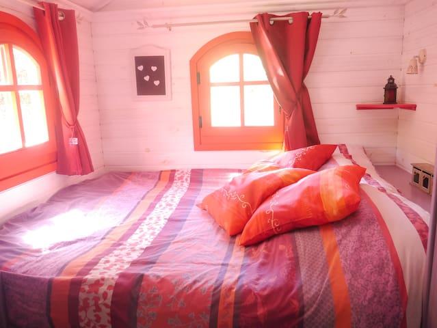 Le lit double ( 1m60x2m00)
