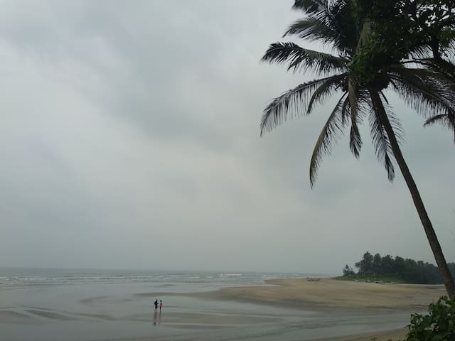 Laxmi Comfortable BnB for 3 near Ashwem beach