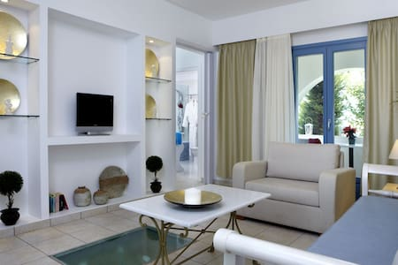 Agelos Modern Family Suite - Naxos - Bed & Breakfast