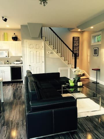 New! 2-story Showcase Guesthouse - Westchester,NY! - New Rochelle - บังกะโล