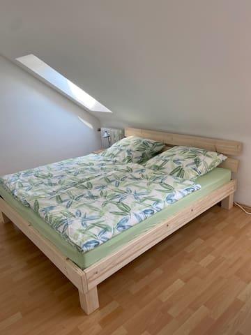 Bett 1 im Schlafzimmer