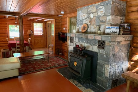 Sunset Bay Retreat: Log Cabin on Lake Vermilion