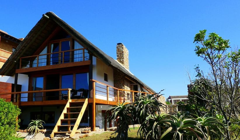 Dreamland Beachfront Main House - Jeffreys Bay - Dom