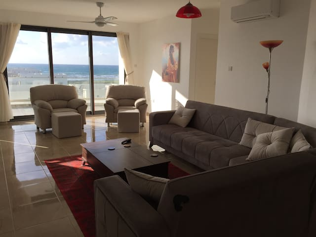 5th Floor Apartment with Mountain and Sea Views - Gaziveren - Appartement