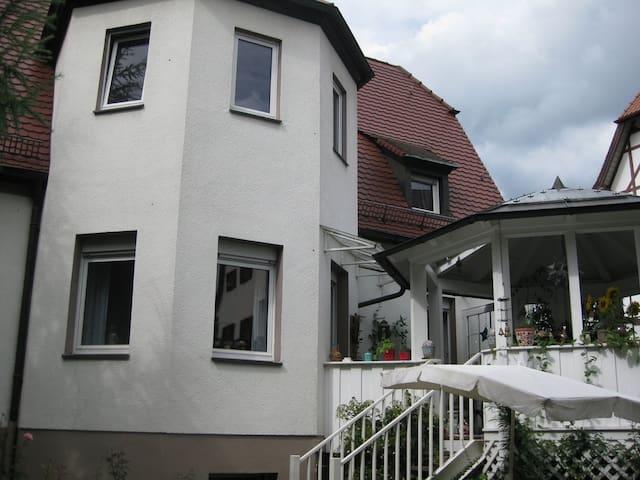 Little elder house in Nürnbeg East - Nuremberg - Casa de camp