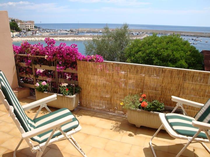 Cala Gonone: sea-front apartment