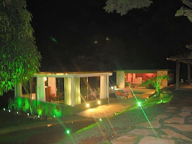 Casa de Campo Moderna Inhotim