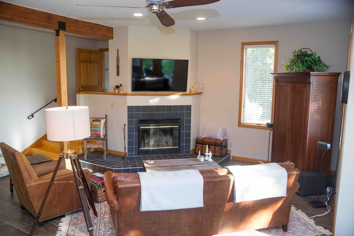 Modern and cozy condo great views, near Mt Snow