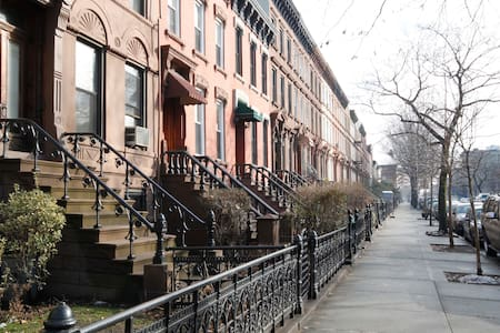 5 Minutes to C-Train station - mid - Brooklyn - Apartment