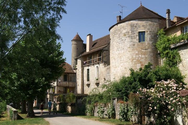 Château 11 chambres jusqu'à 30 personnes.