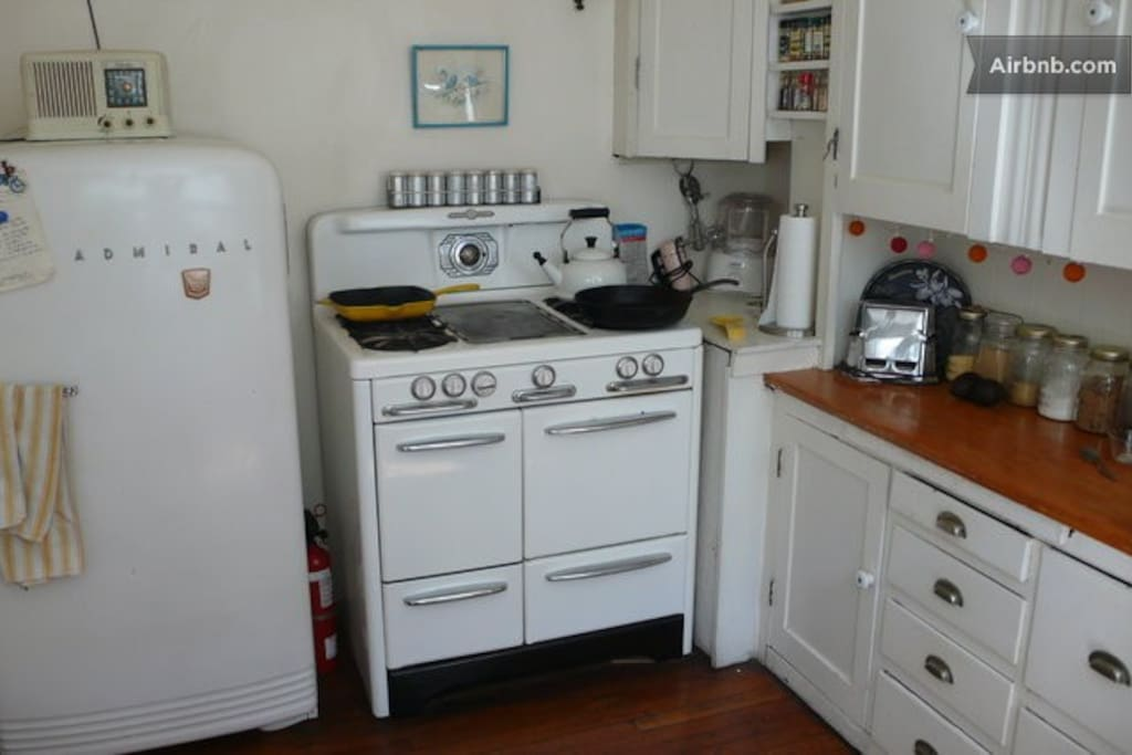 vintage stove and refrigerator