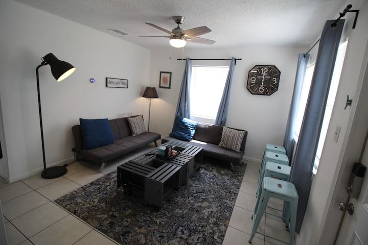 10 Cozy Portside Apartment - close to everything!