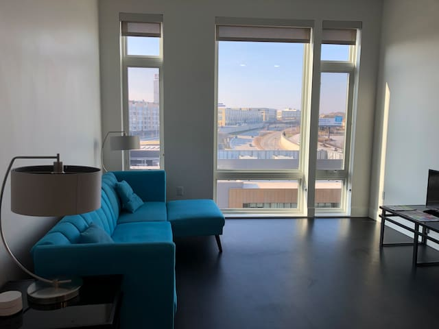 Modern Large Downtown 1 Bed Right Across Fiserv