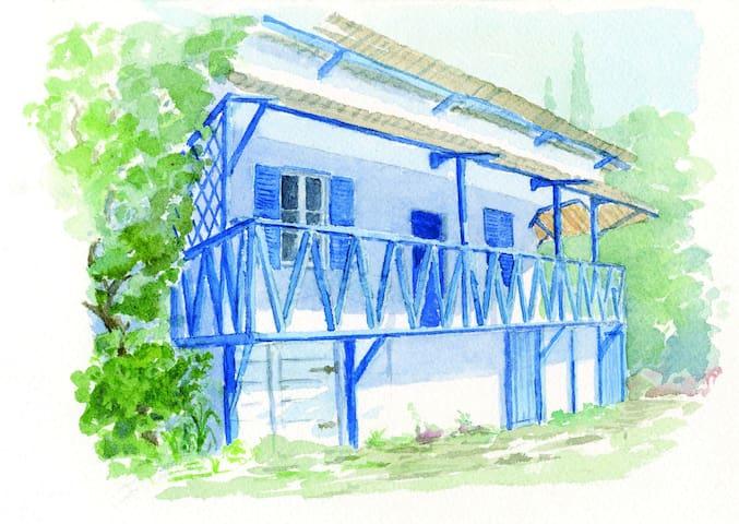 Maison en bois au bord des criques - Hyères - Rumah