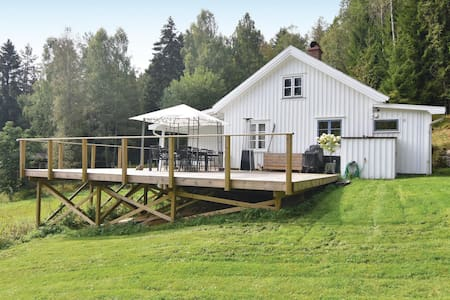 Holiday cottage with 2 bedrooms on 64m² in Strömstad