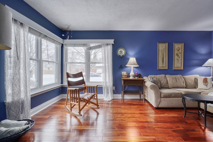 Beautiful, cozy 3 bedroom home in Kanata