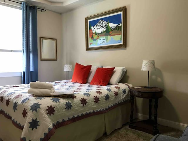 Friendly Guesthouse / 10 Min to Airport & Downtown