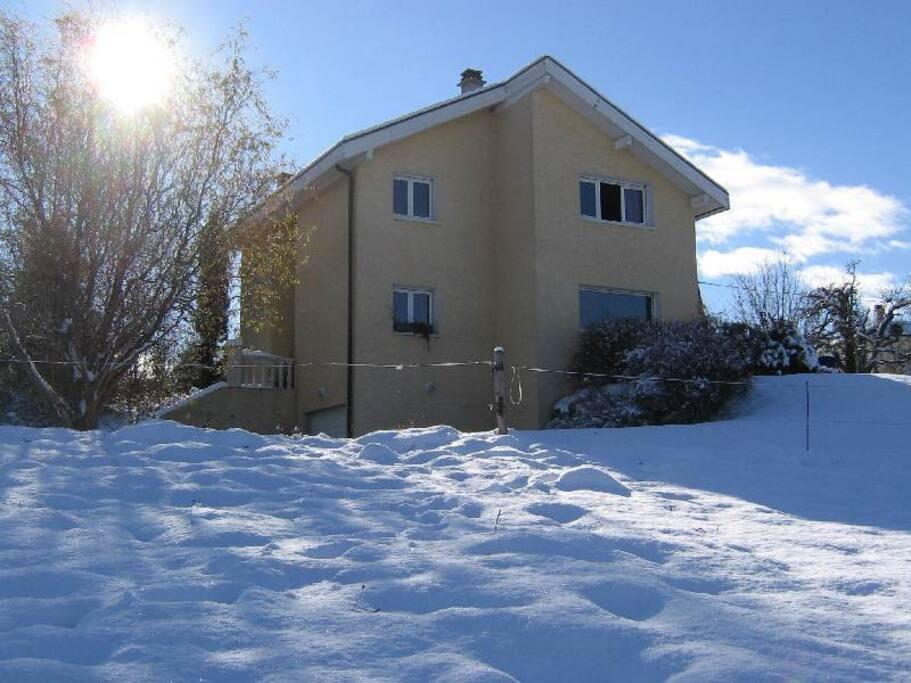 La Villa est à 600 Mètres d'altitude et à 15 Km du centre ville de Genève !!!