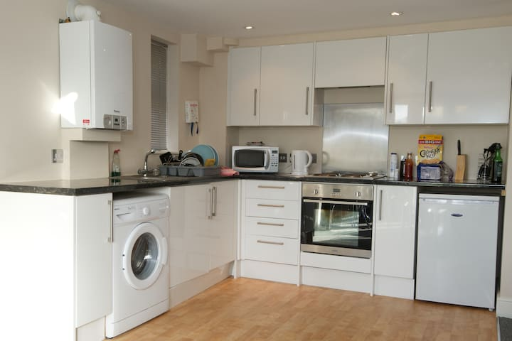 1 Bedroom Apartment  Sleeps 4 Adult - High Wycombe - Lejlighed