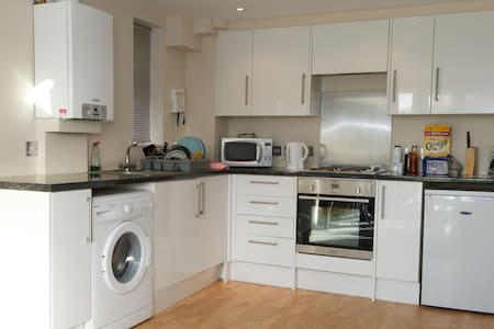 1 Bedroom Apartment  Sleeps 4 Adult - High Wycombe - Wohnung