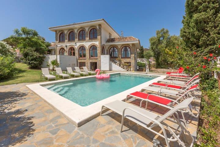 Mijas Castle: 750m2, beach, pool, privacy, luxury