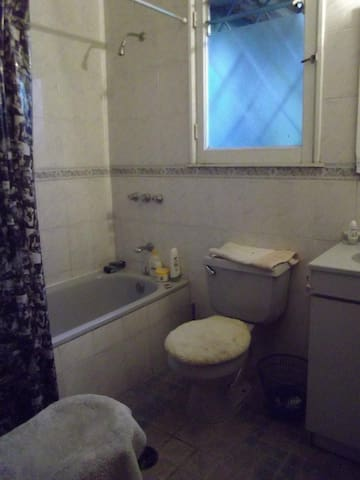 Baño completo primer piso