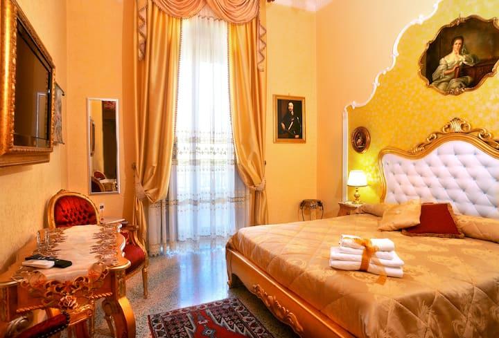 Camera Matrimoniale con bagno esterno ad Agrigento