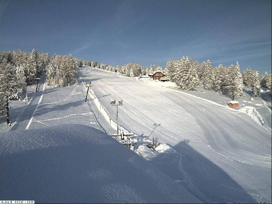 Skiën kan van ca 15 december tot ca 15 Maart. De kwaliteit van de Pistes is bekend in heel Karinthië!