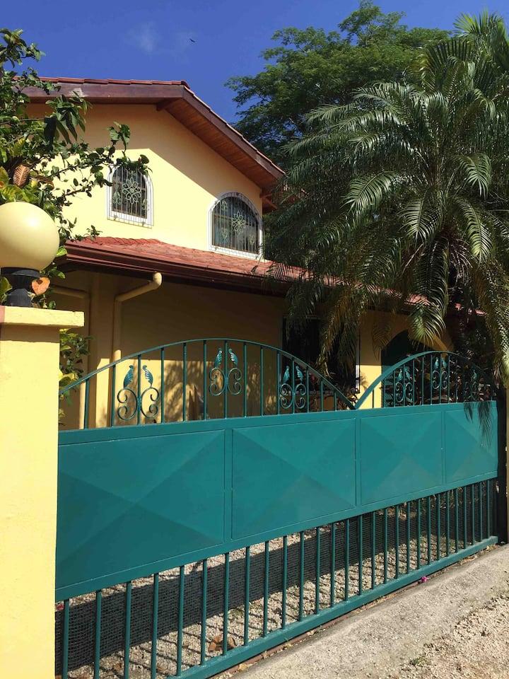Casa LOCA - Haus mit Pool in Samara Zentrum