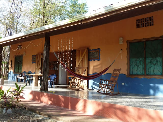 2 BR/2 BA home private, quiet  20meters from beach - Montezuma - Huis
