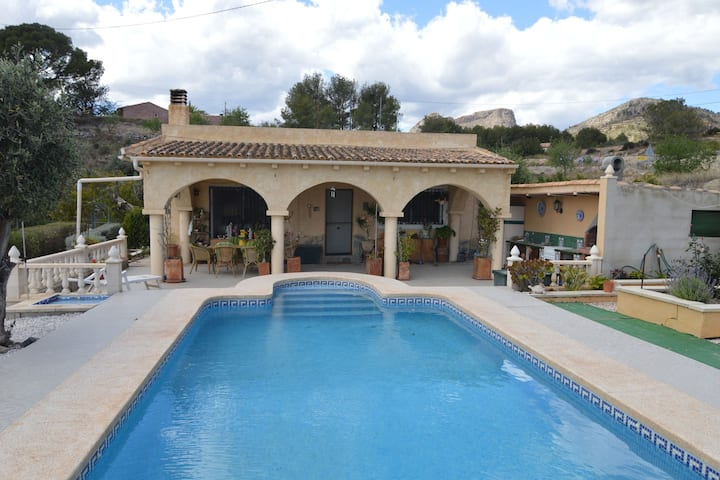Lovely Holiday Home in Finestrat with Swimming Pool