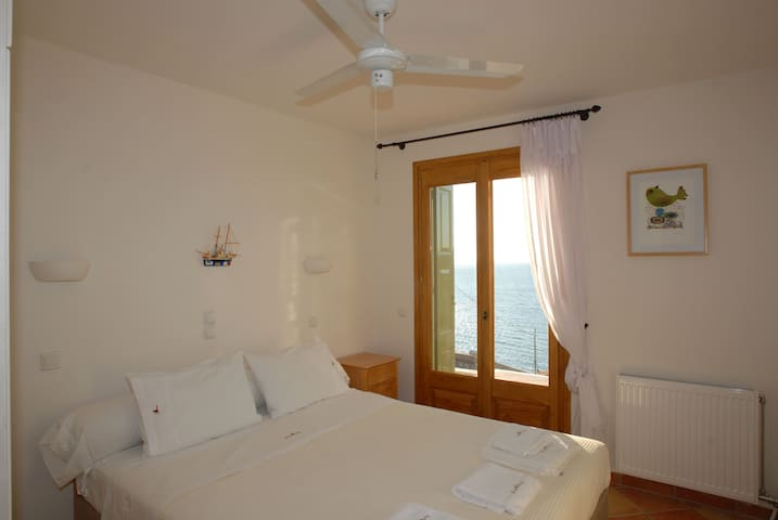 Bedroom with A/C or ceiling fans