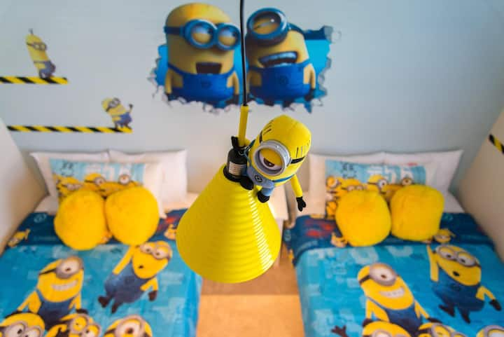 Minions in West Lucaya