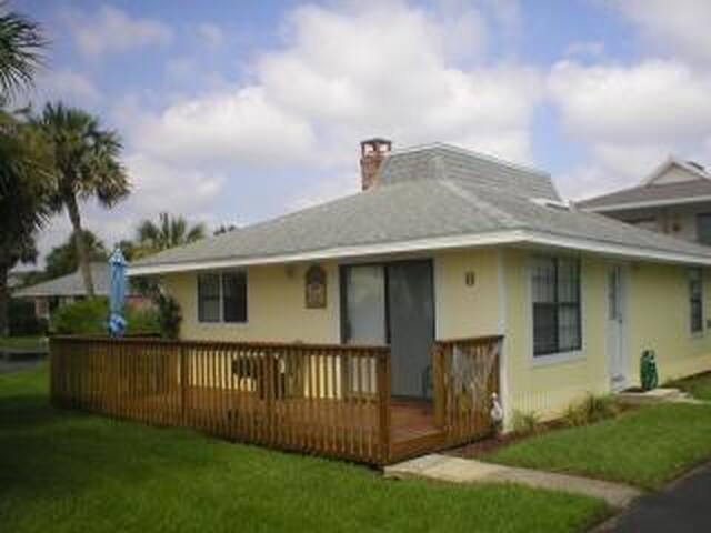 Surf Crest Village 8- 2 bedroom 2 bathroom beachside cottage - Saint Augustine Beach - Cabaña