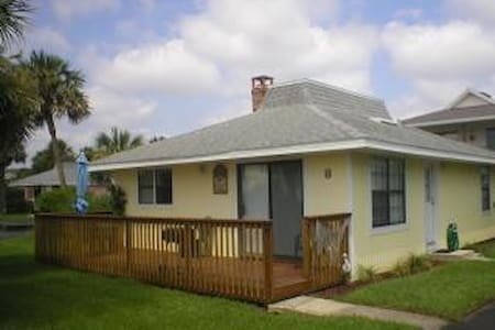 Surf Crest Village 8- 2 bedroom 2 bathroom beachside cottage - Saint Augustine Beach