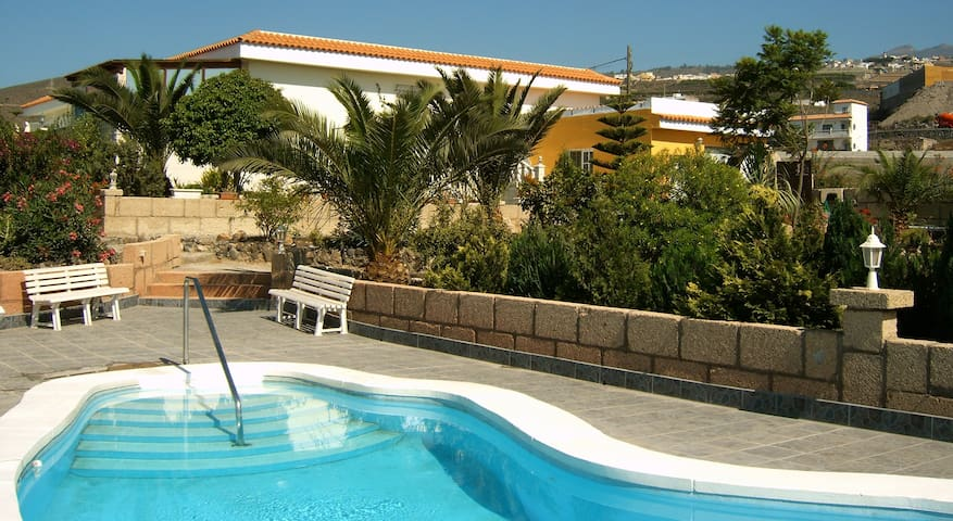 Finca with pool and ocean view in Tenerife (South) - Las Zocas