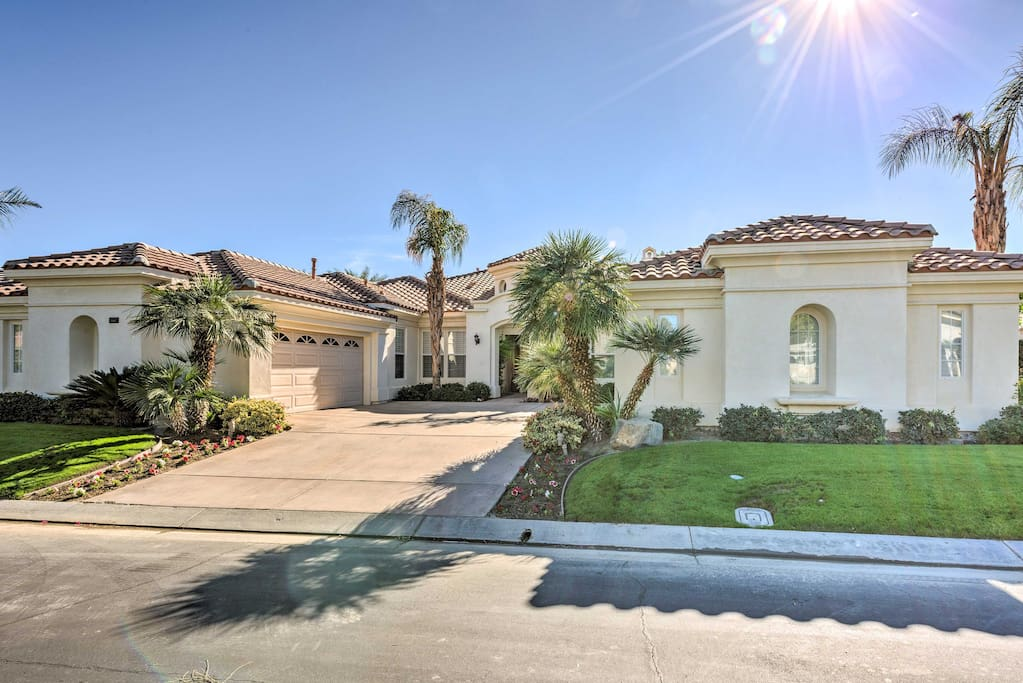 This beautiful property sits right across the street from the Jack Nicklaus Tournament Course at PGA West.