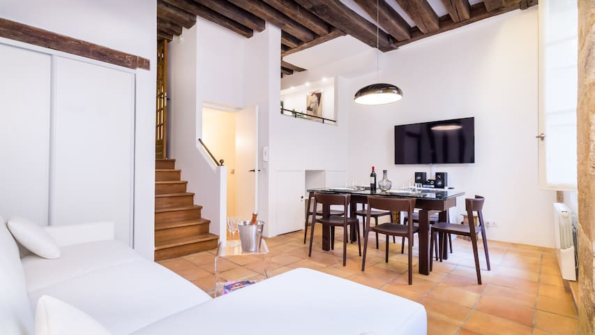 Beautiful 2Bed for 7p, next to Place des Vosges