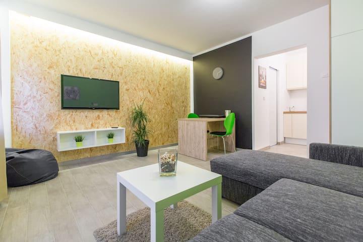 Green Studio I