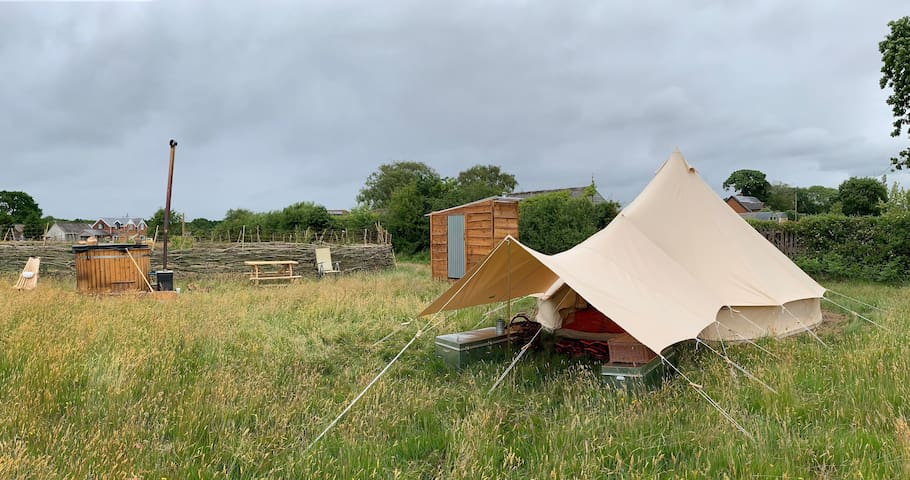 Lightfoot's Farm Furnished Bell Tent and Breakfast