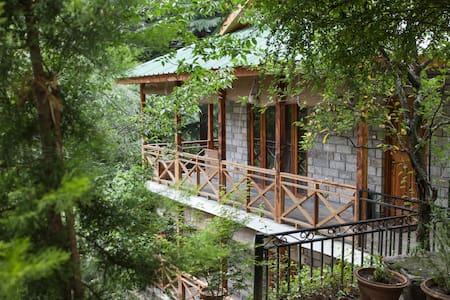 Scenic Private Room in a Riverside Forest - Manali - Cabin