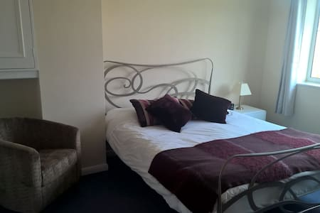 Room Available on the Outskirts of Cambridge. - Bottisham - Dom
