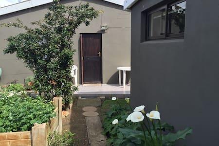 Garden cottage in Caledon - Caledon
