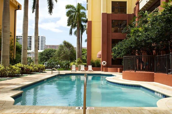 LUXURY ❤️ 2BR - Beachfront - 4 Pools - 2 Hot Tubs